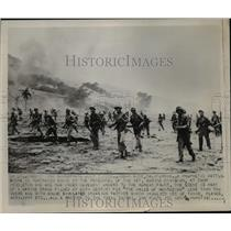 1950 Press Photo 1st Marine Division in movement on the Korean front lines