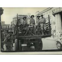 1933 Press Photo Cuban Revolutionary Soldiers Patrolling Streets to Keep Control