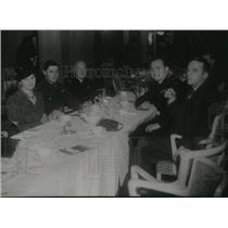 1941 Press Photo Pilot Sgt Robert Raymond First Guest at Townshend's Sunday Club