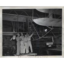 1947 Press Photo National Air races competitors view American first Army Plane