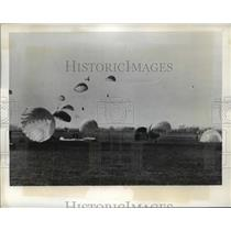 1941 Press Photo Paratroopers land in England with their colored parachutes