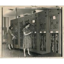1963 Press Photo Operators Mrs. Pence & Marian Nicholson of Air Traffic Control