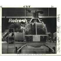 1985 Press Photo David Kellow Freshens Up Boelkow 105 Helicopter - nob02025