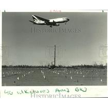 1988 Press Photo Plane took off at New Orleans International Airport