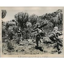 1935 Press Photo Italian soldiers march through desert en route to Makale