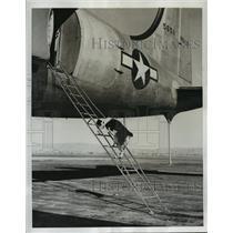 1946 Press Photo Bosoc the dog climbs R5D Skymaster at Moffett Field