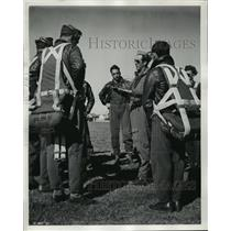 1942 Press Photo Aviation Cadets at Ellington Field of their practice Missions