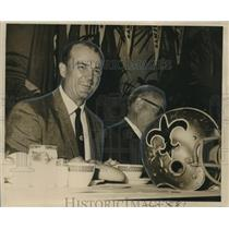 1967 Press Photo Coach Tom Fears With Commerce President Richard Montgomery Jr.