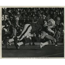 1975 Press Photo New Orleans Saints Player Being Tackled - nos01512