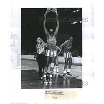 1969 Press Photo Lemon Harlem Globetrotters Referee - RRQ04937