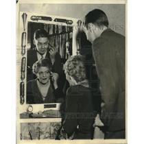 1931 Press Photo Ethel Barrymore instructing son, John Drew, on stage makeup