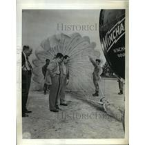 1943 Press Photo Latin Americans Watch Demo of Wind Machine Use for Parachutes