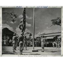 1942 Press Photo Col Earl Cranston Ewert Hoists Stars & Stripes for First Time