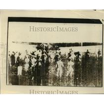 1927 Press Photo Plane with Maitland & Hegenberger landing in Hawaii - nem54810