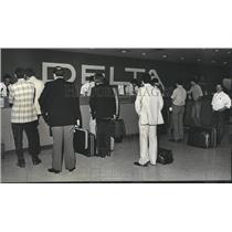1980 Press Photo Birmingham, Alabama Airports: Municipal, Customers in Line