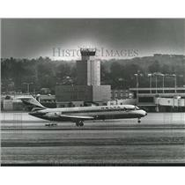 1979 Press Photo Airliner Arriving at Birmingham Municipal Airport, Alabama