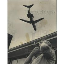 1975 Press Photo Plane flies over Abbruzzo Home in Birmingham, Alabama