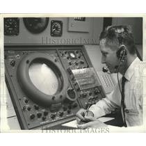 1964 Press Photo Air Controller Bing Horton in Municipal Control Tower, Alabama