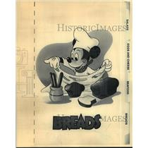 1986 Press Photo Walt Disney character Mickey Mouse on a cookbook. - mjp10583