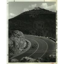 1978 Press Photo A car traverses Whiteface Mountain Memorial Highway in New York
