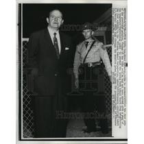 1958 Press Photo Gov. Orval E. Faubus and AR State Policeman Bob Cookman