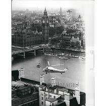 1971 Press Photo Helicopter Airlift of construction over London - KSB41581