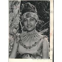 1961 Press Photo Young Samoan beauty welcomes visitors to American Samoa.