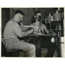 1940 Press Photo High Altitude Oxygen Starvation Studied by Air Corps Medics