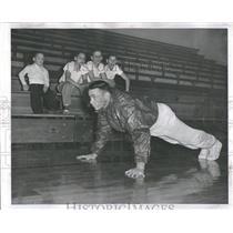 1957 Press Photo Push Up Man Tuttle Derby - RRQ24589