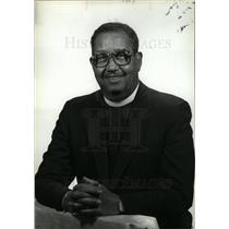 1988 Press Photo Robert Thomas pastor African Methodist - dfpd35351