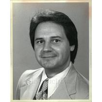 1982 Press Photo Goodby TV2; Mercado tends at Lill's - DFPD02431