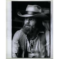 1980 Press Photo Ron Walford Artist Cowboy hat jeans - DFPD53525