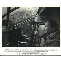 1982 Press Photo Ernie Gibson, bush pilot in Washington, smoking his pipe