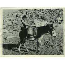 1938 Press Photo Pueblo Sanchez Brings Water From Spring in Pueblo Homeland