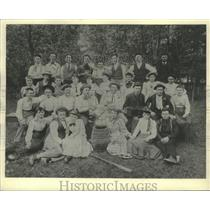 1884 Press Photo Universal Club bus picnic in Mequon Turn Hall Park. - mjx46871