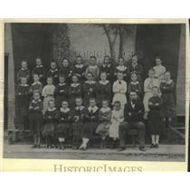 1881 Press Photo Pupils of Saint Matthew's Evangelical Lutheran school.