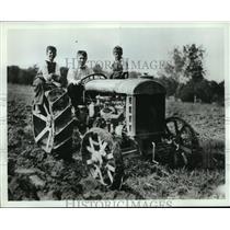 1916 Press Photo Harvey Firestone and son's Leonard (left) and Raymond in Ohio.