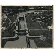 1948 Press Photo Aerial View of the Flood Control Locks On the Mississippi River