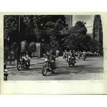 1971 Press Photo Motorcyclists in front of Governor's Mansion - tua09305