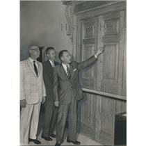1952 Press Photo Hugh Martin Doors At Birmingham's Oscar Wells Museum