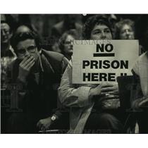 1987 Press Photo Sturtevant, Wisconsin residents listen to prison proposal