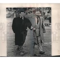 1953 Press Photo Gene Ronzani makes last walk off the field as Packer coach
