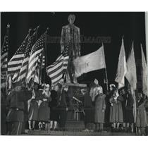 1954 Press Photo Abraham Lincoln statue with Veterans, Milwaukee - mjc10011