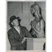 "1952 Press Photo Sculptor Jacob Epstein at Tate Gallery ""In Retrospect"" Exhibit"