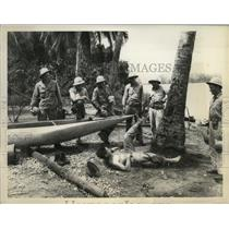 1942 Press Photo Corporal Mike Shop slips a coconut tree in New Guinea