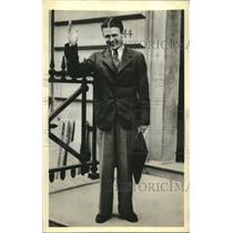 Press Photo Doug Corrigan Tells Stanley Howe He Prefers Manhattan Ticker-Tape