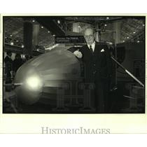1985 Press Photo Helicopter pioneer Tug Gustafson at N.O. Convention Center