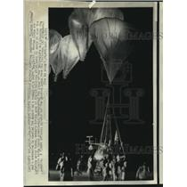 1975 Press Photo Balloons, attached to gondola with Malcolm Forbee, break loose