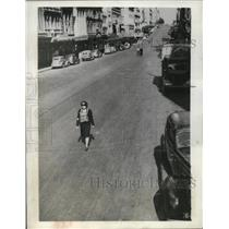 1942 Press Photo An Air Raid Precautions Warden in a deserted Bourke Street