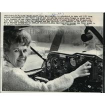 1964 Press Photo Aviatrix Joan Merriam Smith in the cockpit of her Piper Apache